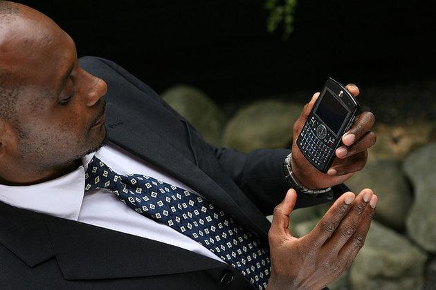 Biznesmen z telefonem.