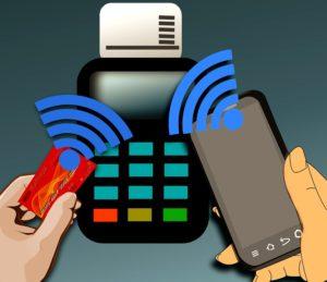 Płatności smartfonem dają coraz więcej opcji. Źródło: Pixabay.com.